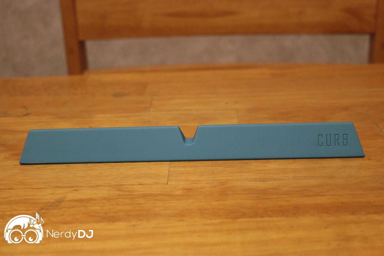 Curb laptop stand: minimal yet versatile